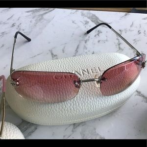 CHANEL Vintage sunnies with case